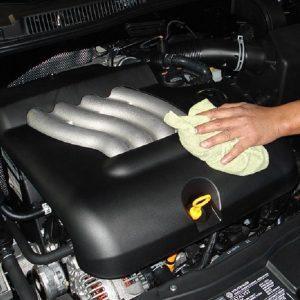 Tips Mencuci Mesin Mobil dengan Aman